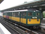 U-Bahn-Zug 220 und 11 in Hamburg-Barmbek